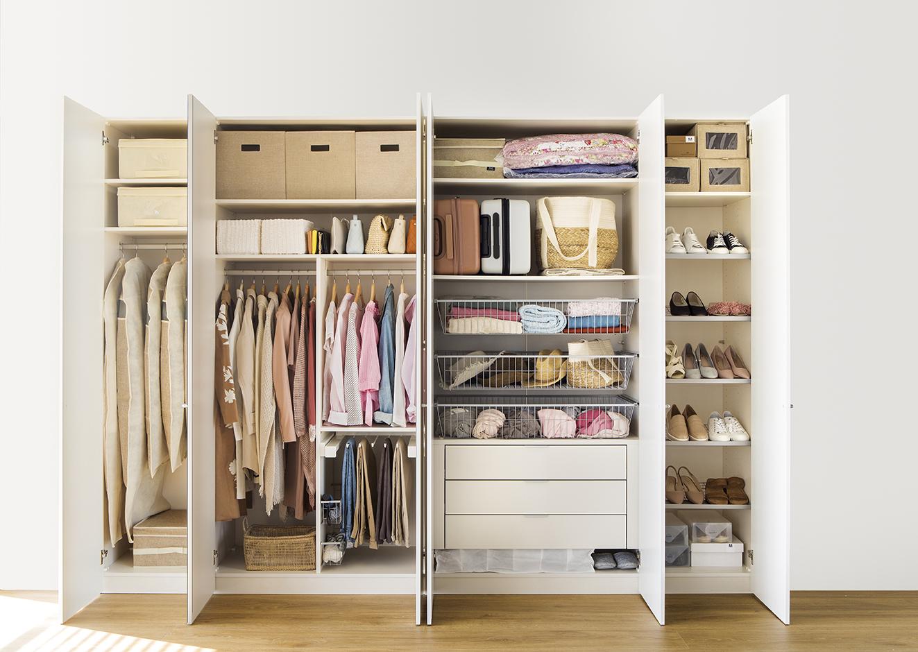 C mo ordenar el armario a cuatro lados for Armarios para habitaciones pequenas