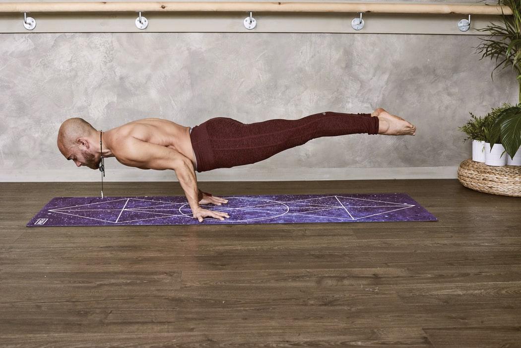 mejores pantalones de yoga para hombres