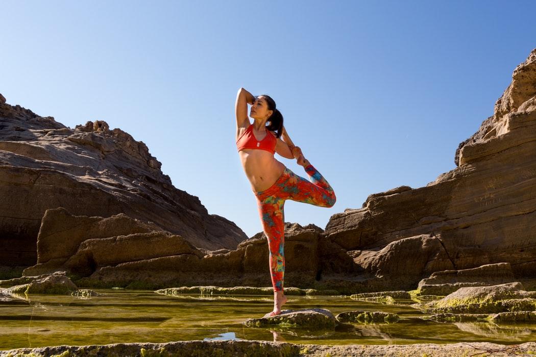 ¿Te gustaría ser monitor de yoga? ¿Te lo has planteado? Históricamente, el yoga era más que un método de enseñanza; era una forma de vida.