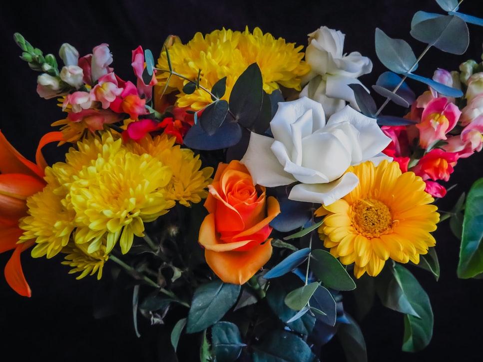 De cualquier manera, decora tu casa con flores; esto como parte fundamental del diseño de decoración de tu hogar.