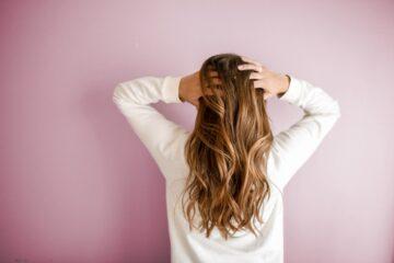 Por qué no se riza mi cabello