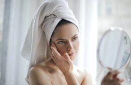 cómo hacer una limpieza facial en casa